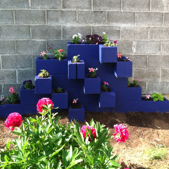 1000 images about cement block on pinterest gardens for Cinder block pond ideas