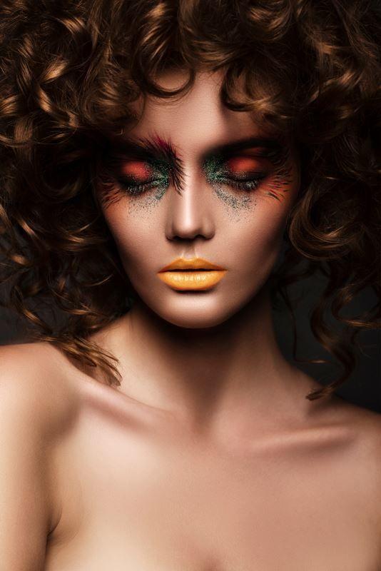 Shadows of Autumn - Makeup Trendy Magazine Photography by Grzegorz Szafruga MUA & Hair: Martyna Molenda Model: Paulina Szczepkowska