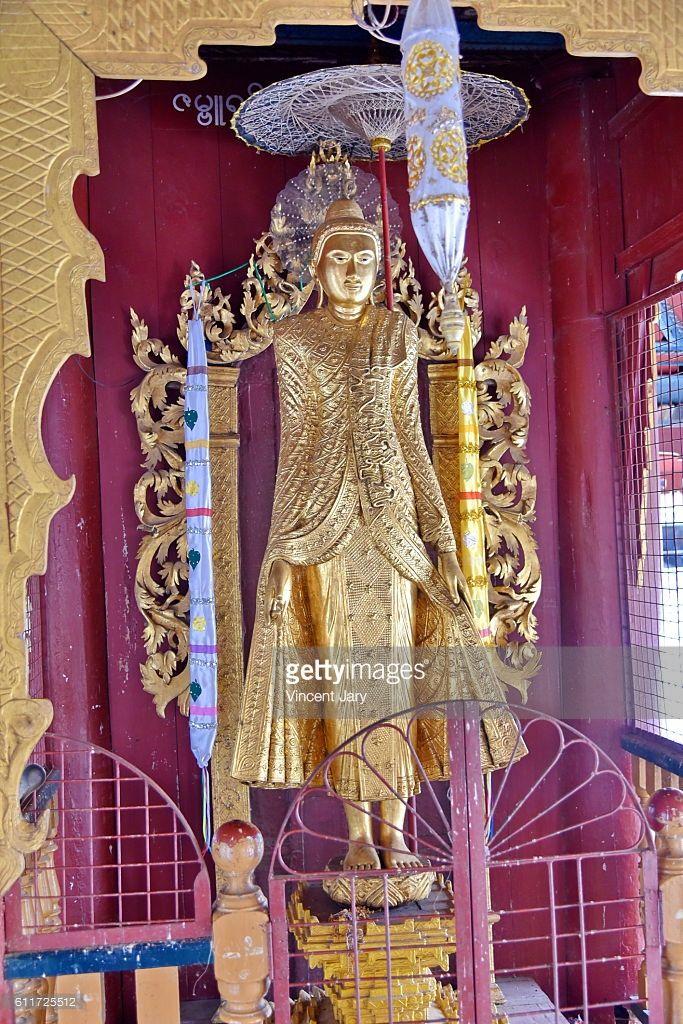Gold statue at Shwe zi gon paya Temple, Bagan, Myanmar. Asia. #getty #photographe #photo #image  #images #temple #boudhisme  #religion #gold #stupa #photographie #buddha