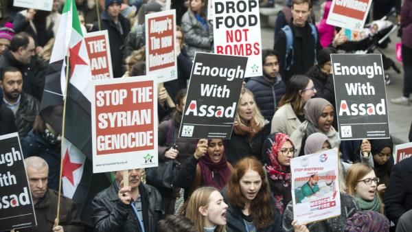 #Trending: Global demonstrations of solidarity with Syria's Aleppo  #Trending: Global demonstrations of solidarity with Syria's Aleppo. In London hundreds marched across the city waving Syrian flags [Anadolu].