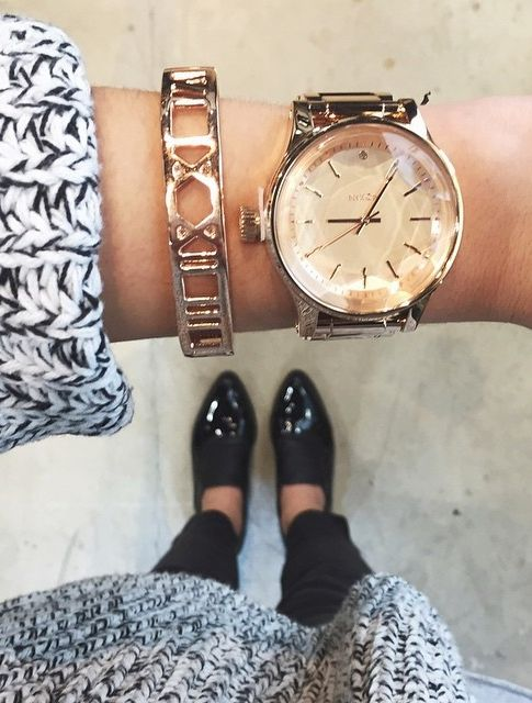 How to layer jewelry like an Instagram it girl
