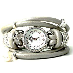 Til uret herover er der brugt rundsyet læder (lammeskind) tykkelse 5 mm Armbåndsperler Båndringe med øje urværk i stål og forsølvet. Magnetlås 8 mm