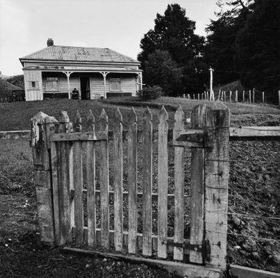 NZ farmhouse - Marti Friedlander
