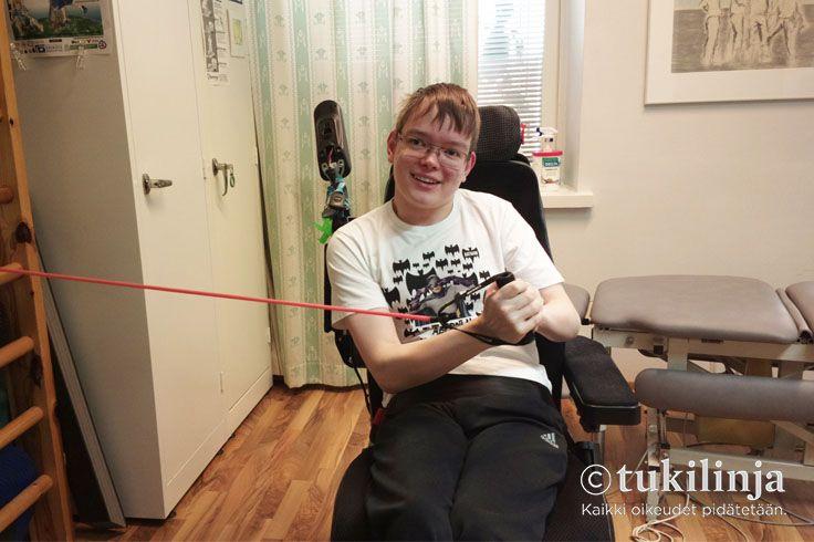 """4. Jaska-Matti Näykki - Olli Salminen: JUMPPA  -  """"Olen itse kuvassa. Kuvan on ottanut fysioterapeutti Jaska-Matti Näykki vastaanottotilassaan. Terveisin Olli Salminen"""""""