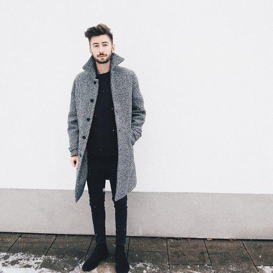 2015-02-24のファッションスナップ。着用アイテム・キーワードは30代, コート, チャッカブーツ, ブーツ, ヘアスタイル, 黒パンツ,Acne Studios, Carven, Clarksetc. 理想の着こなし・コーディネートがきっとここに。| No:91427