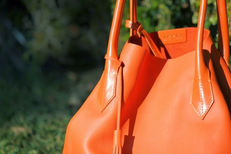 ADORA ORANGE | THE NATURAL | The finest Italian leather, handcrafted in Tuscany