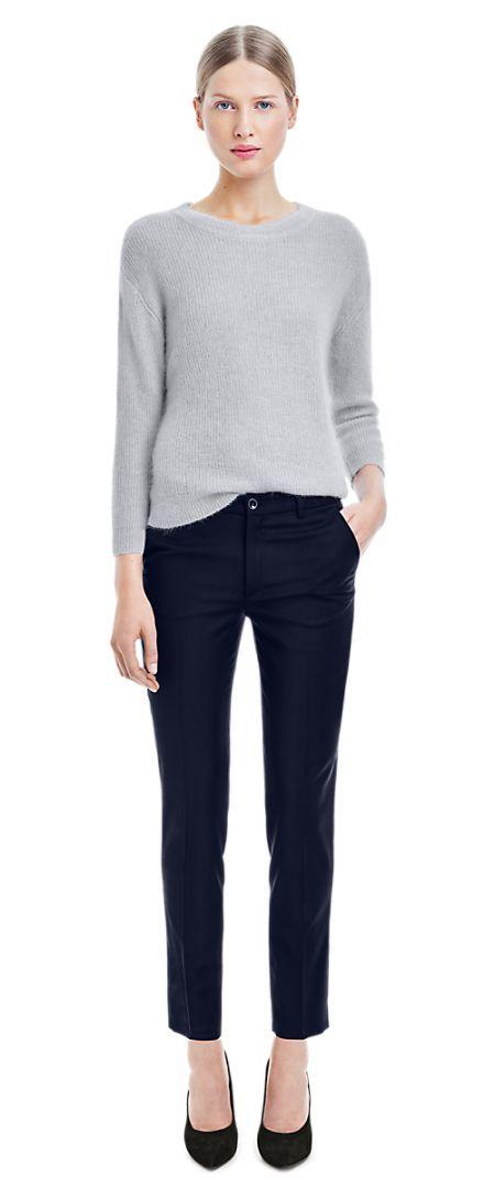 Tidlösa kläder från exempelvis Filippa K, Acne, Dagmar och Malene Birger såsom blus, kostymbyxor, kappa, skjorta, ankelboots, stickad tröja, jeans, kavaj och en svart klänning