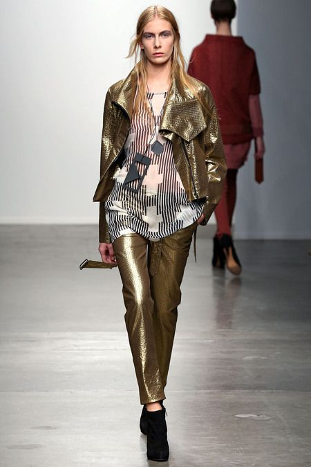 It is always risky to wear gold, but I think this is so wonderful and chic!