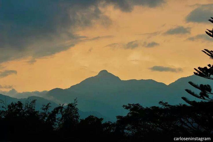 Pico de Loro. Parrot's peak. 6:30 am. Los farallones de Cali, Colombia
