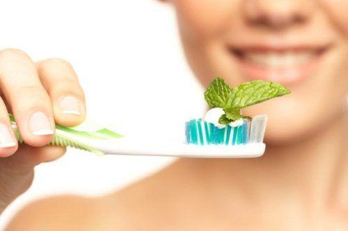 Натуральные средства для отбеливания зубов