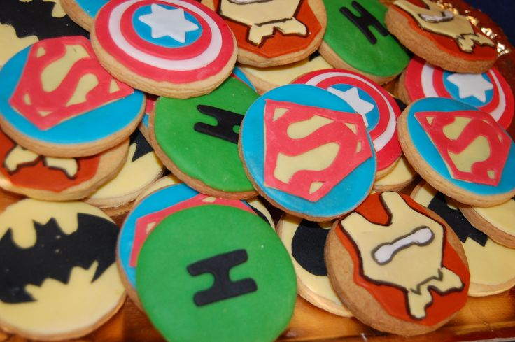 Superheroes cookies by L'altra D deco party