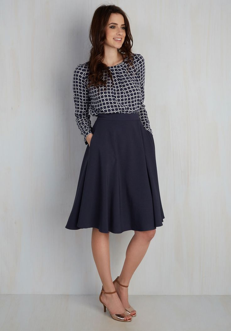 Navy blue midi skirt outfit europe
