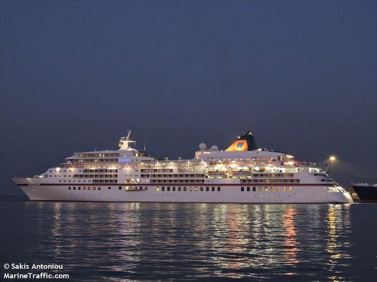 Το Europa απολέει βράδυ από τον Πειραιά. 08/11/2015.