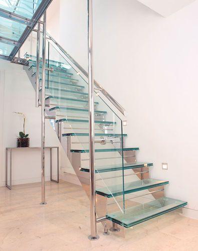 Escalera en u escalones de vidrio estructura de metal for Escaleras de metal