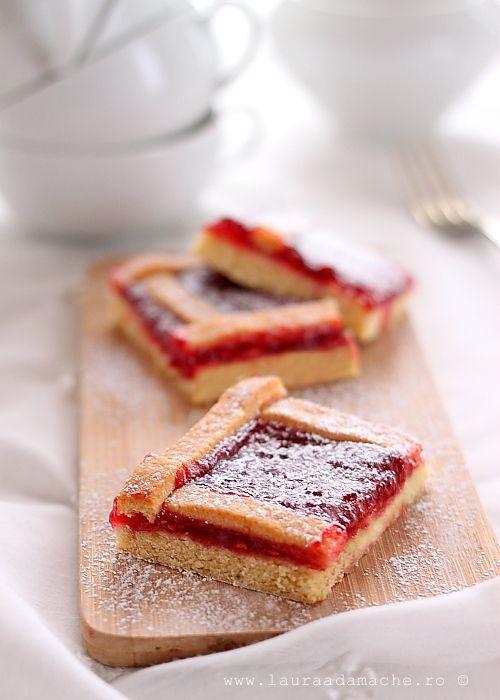 Reteta simpla si rapida de prajitura cu gem de capsuni. Cum se face aluatul pentru prajitura cu gem la cuptor. Mod de preparare pentru aluat fraged.