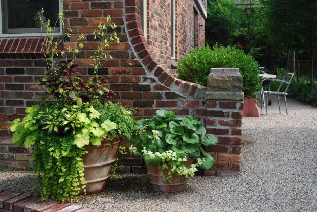 Gravel to the foundation outdoorsy ideas pinterest for Foundation garden designs