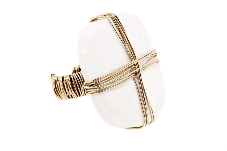Anillo enredado / Agata blanca y bronce bañado en oro - EL precio incluye envió Nacional. $111000