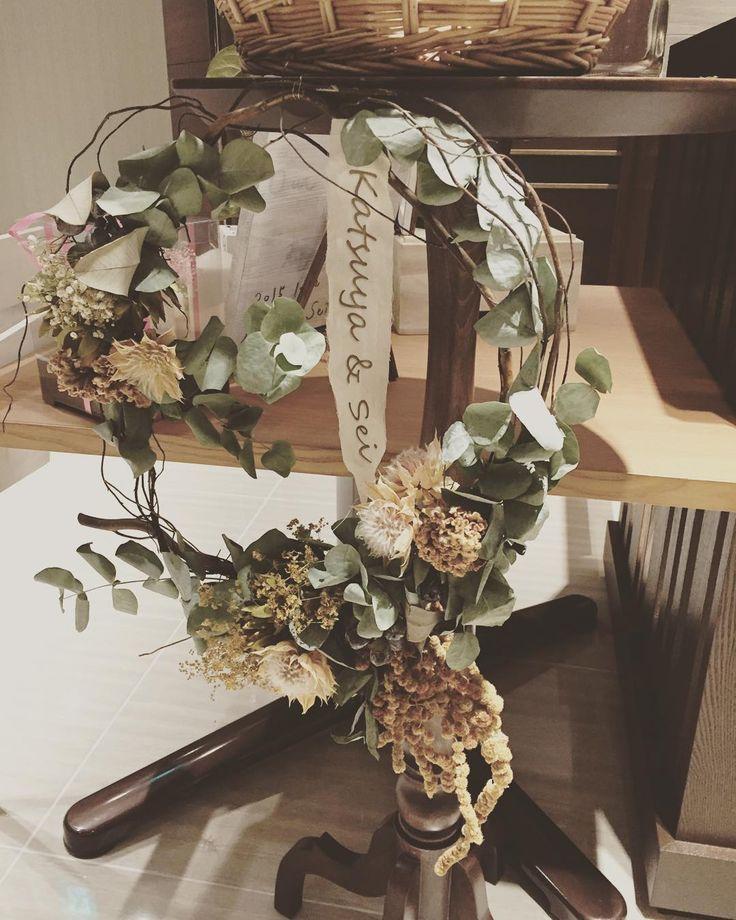 以前作ったリースは布に文字付けてこんなかんじになりました #プレ花嫁#ウェルカムスペース#手作りアイテム#ドライフラワー#ウェルカムリース by k.s._wedding