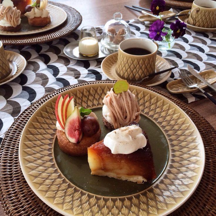 Fall Cake Plate -Apple Tarte Tatin -Fruit Tarte -Soft Montblanc   秋の味覚のケーキプレート ・リンゴのタルトタタン ・秋のフルーツのせタルト ・ふわふわモンブラン  茅ヶ崎も秋めいてきて、紅葉が綺麗な時期になりました。 スモーキーカラーのケーキで季節を舌でも感じました。