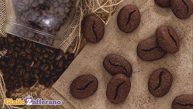 L'energia quotidiana dei BISCOTTI CHICCO DI CAFFE'!  Scoprite la #ricetta: http://ricette.giallozafferano.it/Biscotti-chicco-di-caffe.html  #Biscotti #caffè #GialloZafferano