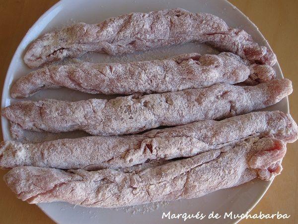 Los flamenquines son típicos de Cordoba. Básicamente son filetes de lomo de cerdo rellenos, enrrollados, rebozados y fritos. El relleno ...
