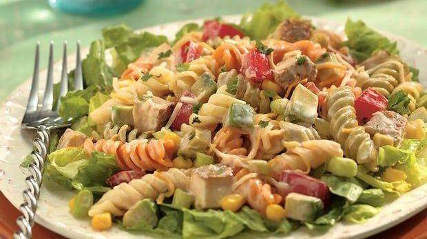 Unser Old El Paso Rezept für Poulet-Nudel-Salat nach Southwestern-Art ist schnell zubereitet. Mit Poulet, Mais und pikanter Old El Paso™Salsa.