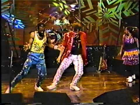 "▶ Johnny Clegg & Savuka on Johnny Carson, 1988 ""Don't Walk Away"" - YouTube"