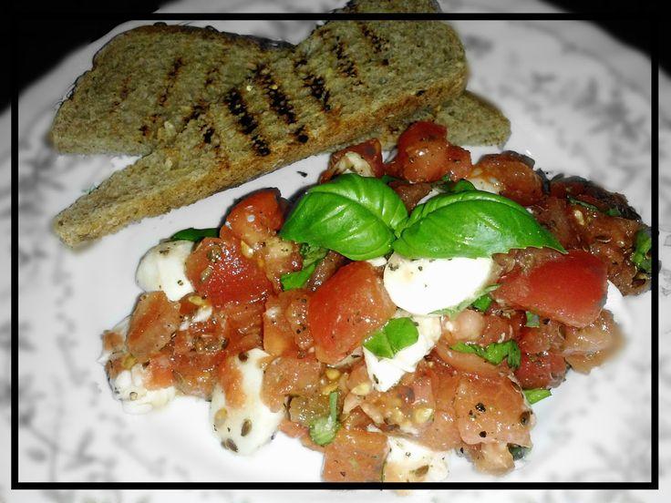 Pampuchy - wszystko o gotowaniu: Sałatka a la Bruschetta - zdrowa kolacja