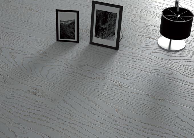 """Pavimenti prefiniti in legno plus - tavolato rovere """"bianco bianco""""."""