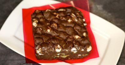 Шоколадный брауни рецепт Бостонский - на 14 февраля День святого Валентина  Шоколадный брауни рецепт из Бостона, очень вкусный - с орехами и маршмеллоу! Один раз попробовал - на 14 февраля День святого Валентина испек и печь будешь все время!  Нет, шутки шутками, но это и впрямь очень вкусный рецепт. Готовится очень просто и быстро! То, что надо - идеальный десерт для романтического ужина на двоих!