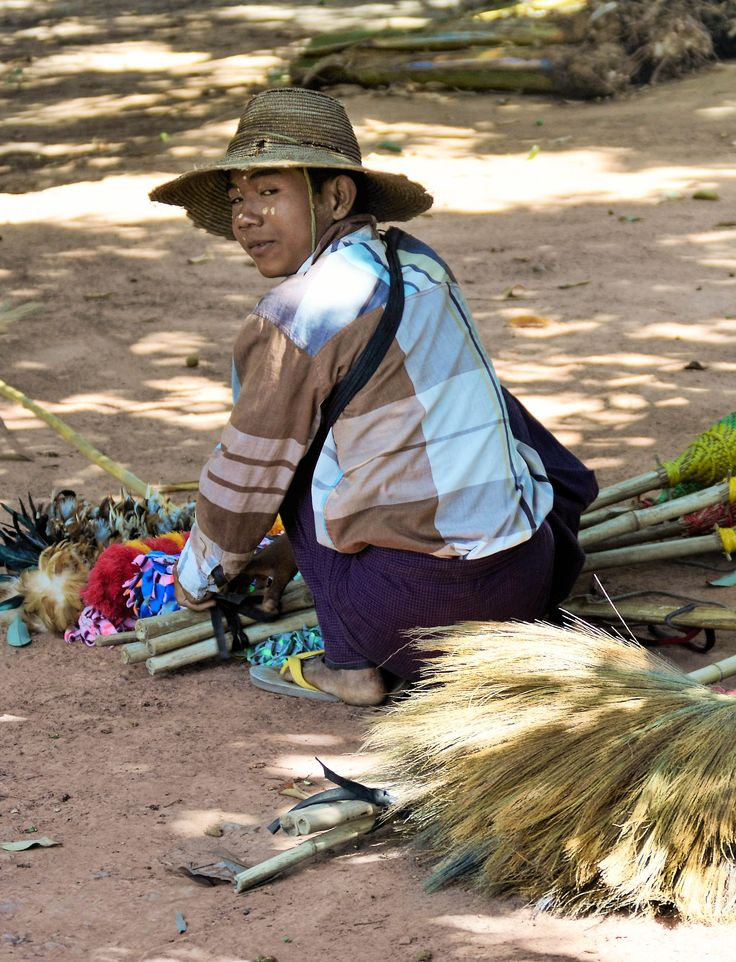 Selling hand made brooms in Hsipaw  #hsipaw #myanmar #burma