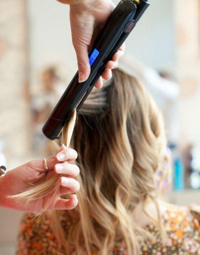 Vous voulez avoir une coiffure stupéfiante, extrêmement sympa? Voyez ici comment faire des boucles avec un lisseur à l'aide de plusieurs tutoriels!