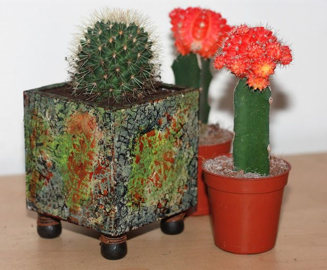 http://calicocraftparts.blogspot.co.uk/2016/08/cactus-pot.html