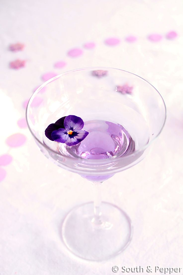 Aviator of aviation cocktail  #cocktail #feest #feestelijk #paars #drankje #drank #makkelijk #purple #lekker #cocktails #recept #recepten #recipe #aviator #aviation