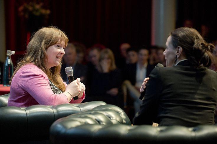 Eimear McBride en Anna Luyten in gesprek tijdens de lancering van Hollands Diep. ©Geert Snoeijer