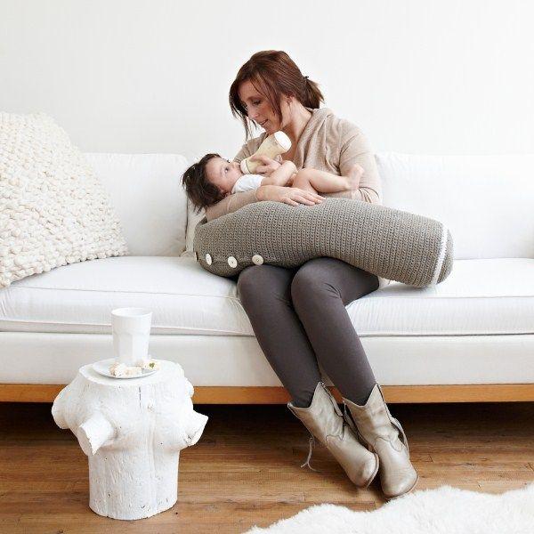 Gebreid voedingskussen van Fair and Cute, verkrijgbaar in 6 kleuren! http://aukgaaf.com/nl/trends4kids-brocante-babykamer-landelijke-kinderkamer-complete-babykamers.html?brand=107