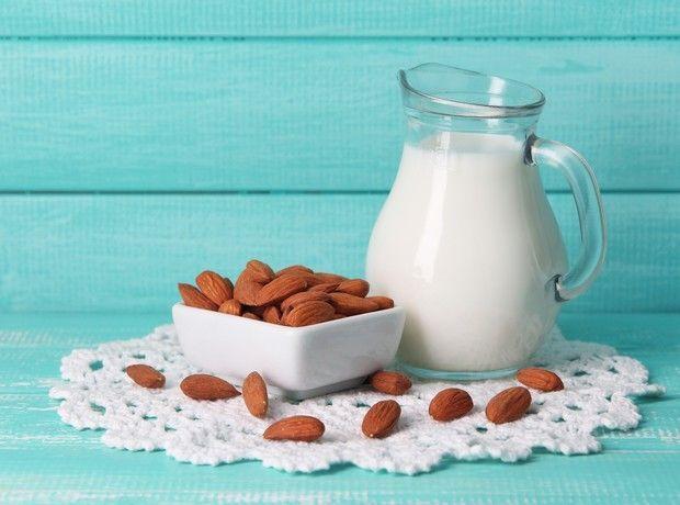 Φτιάξε μόνη σου γάλα αμυγδάλου