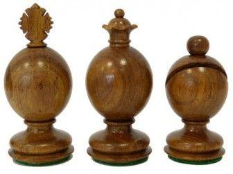 Pièces de jeux déchecs Staunton Huevos Palissandre doré chez Baron des échecs http://www.barondesechecs.com/pieces-de-jeux-d-echecs-staunton-originales/1133-pieces-de-jeux-dechecs-staunton-huevos-palissandre-dore.html