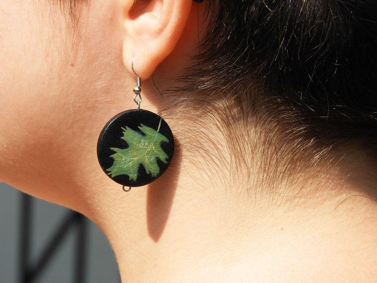Boucles d'oreilles feuille Oreilles feuilles Oreilles chêne Oreilles arbre Oreilles nature Oreilles bois Oreilles noires Oreilles vertes de la boutique LesTresorsStephanie sur Etsy
