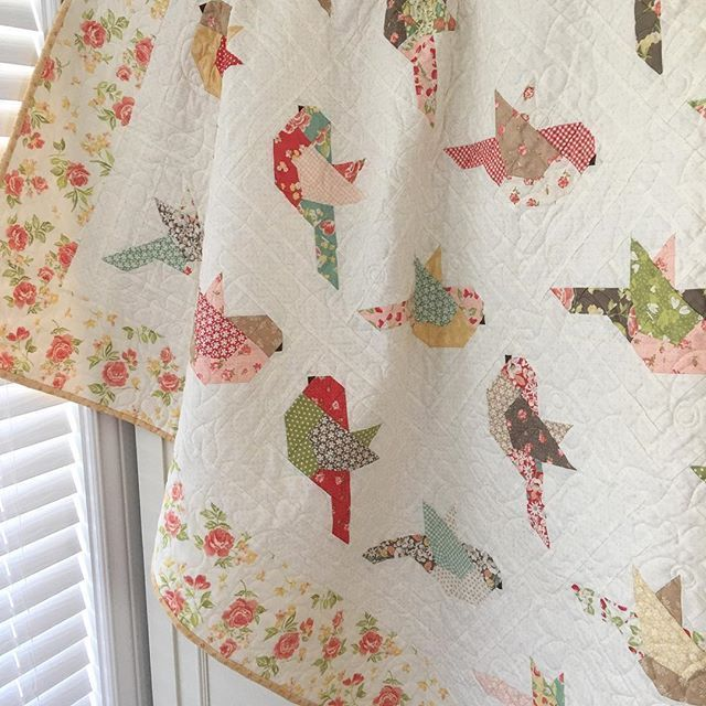 Feathers! My new pattern features another @modafabrics fig tree collection called Strawberry Fields revisited. I can imagine it in almost any fabric. Ok this one is my new favorite lol I'll be posting all my new patterns on my website in the next day I promise. #thepatternbasket #showmethemoda #layercakequilt