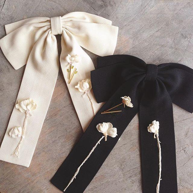 Black or white? ⚫️⚪️#flowerme #flowermeaccessories #fashionaccessories #bow#бант #брошь #madeinrussia