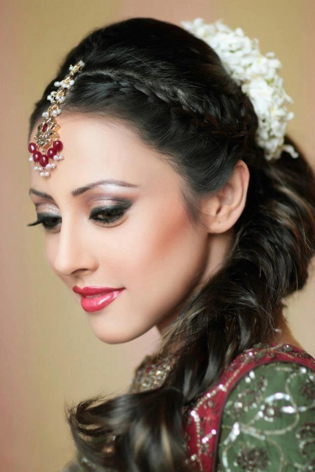 Have a look stunning Ainy Jaffri Photos.