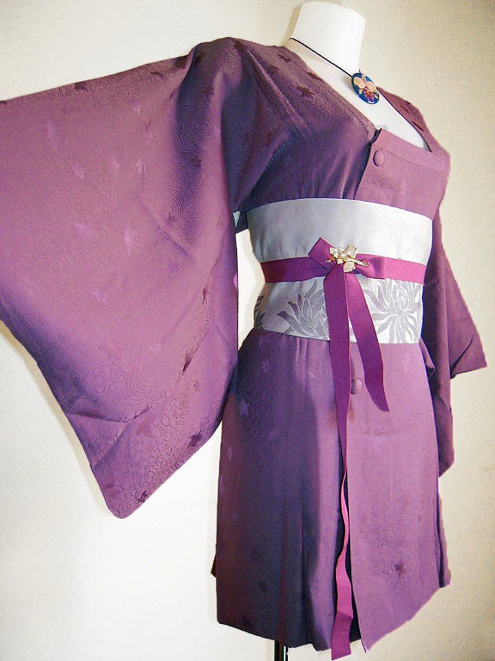 Michiyuki viola con elegante motivo floreale damascato + cintura obi artigianale + spilla/ciondolo d'epoca PEZZO UNICO - 100% SETA DAMASCATA