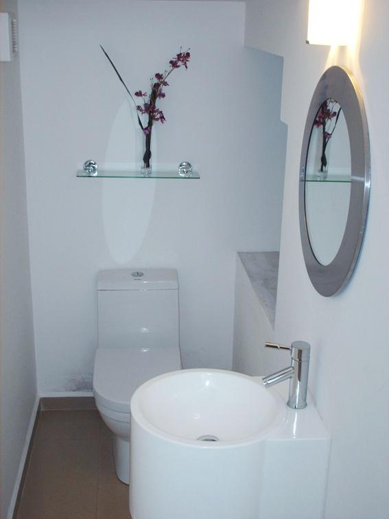 más de 20 ideas increíbles sobre pequeños baños medios en ... - Decoracion Bano De Visitas Pequeno