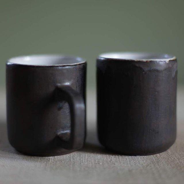Чайные кружки в кофейной глазури. Объем 300 мл. Живут по двое…