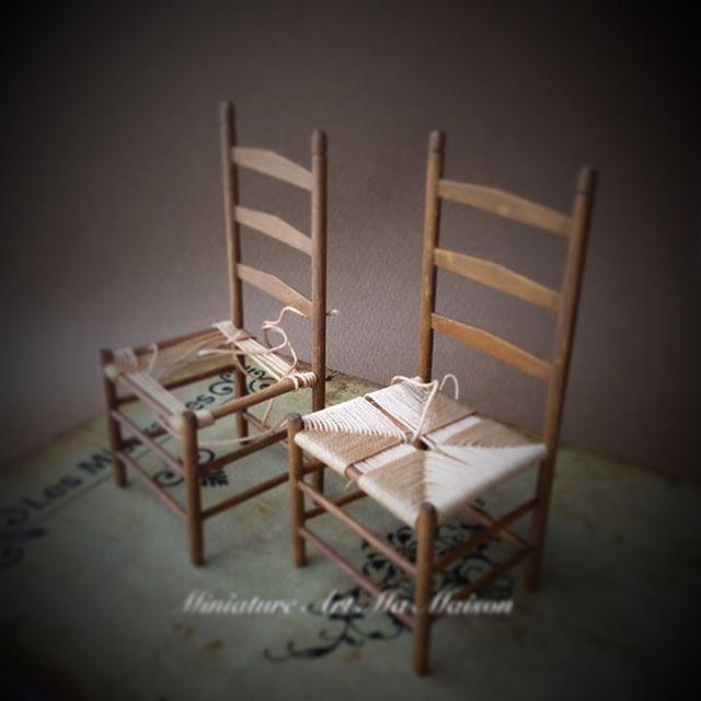 ・ ・ シェーカー家具 ・ かなり前に作りかけの椅子 ・ 来月の教室の見本に久しぶりに編んでみたけど、座面の光沢が気になります。 違う糸で編んだ方が良いか悩み中です。 ・ 2017.06.29 ・ #シェーカー家具#椅子 #アンティークチェア#チェア #ミニチュア#ハンドメイド #miniature #dollhouse  #handmade #chear