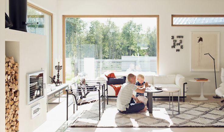 Jyväskylän messutalo-Ladon ikkunanpuitteet ja väliovet ovat tammea. Huomaa linjakas yläikkuna.