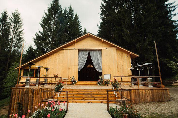 destination_wedding_photographer_artistic_emotional_documentary wedding_hadar chalet_barn wedding_romania_land of white deer (71)
