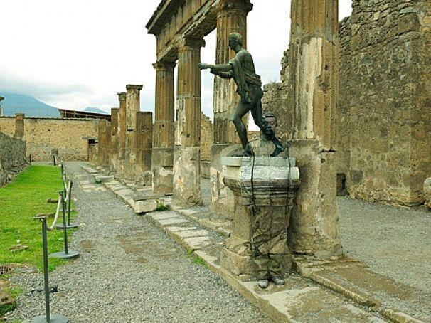 Liu Bolin - Tempio di Apollo, Pompei