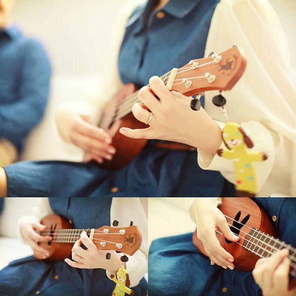 Couple photo by. wooubi studio 커플 사진 _우유비 스튜디오 play the ukulele 우쿨렐레